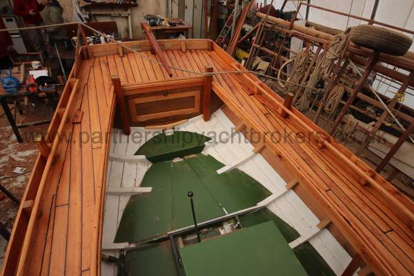 Devon Lugger 18 ft Wooden Classic  - interior view