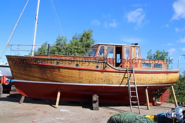 Wooden Classic 38 ft Motor Yacht for sale