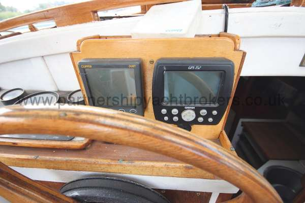 Hillyard 16 Ton Hillyard 16 Ton  - instruments at the helm