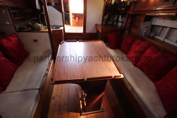 Hillyard 16 Ton Hillyard 16 Ton  - the saloon from forward