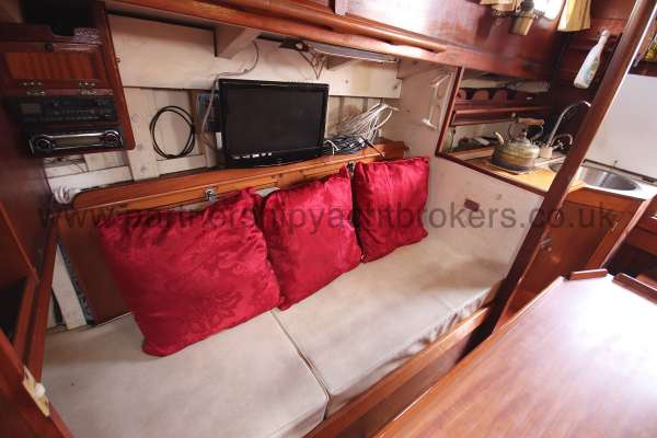 Hillyard 16 Ton Hillyard 16 Ton  - t v and starboard settee