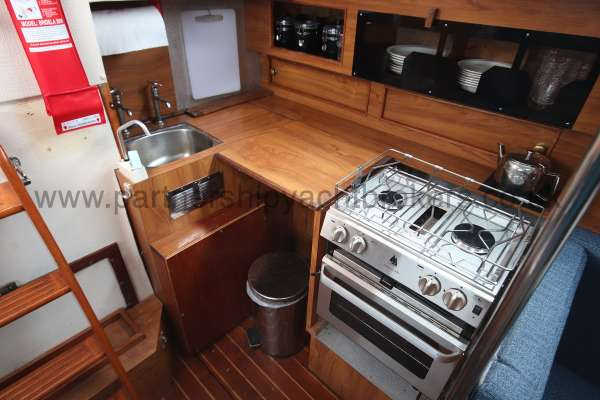 Moody 33 Mk2 Moody 33 mk 2 - the galley located port side