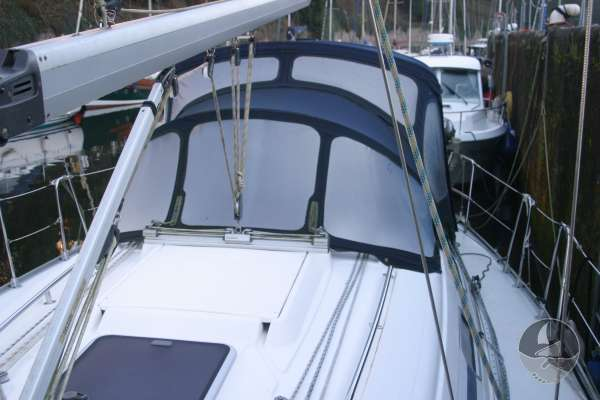 Bavaria 36 Starboard side deck - Sprayhood and cover