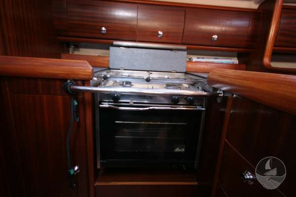 Bavaria 36 Galley cooker -