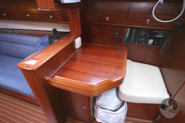Bavaria 36 The chart table -