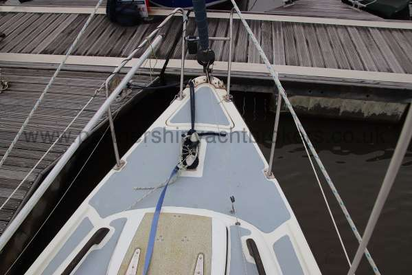 Leisure 23 Leisure 23 - fore deck view