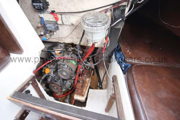 Leisure 23 Leisure 23 - the engine compartment