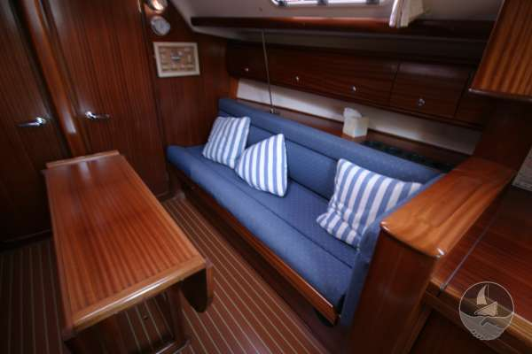 Bavaria 36 The starboard settee -