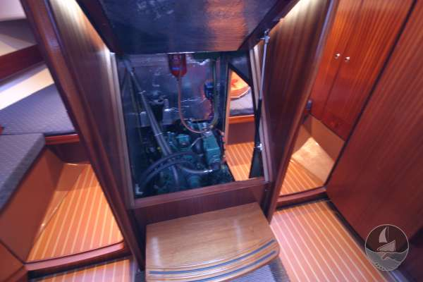 Bavaria 36 The engine compartment -