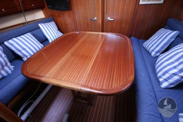 Bavaria 36 The saloon table - Extended