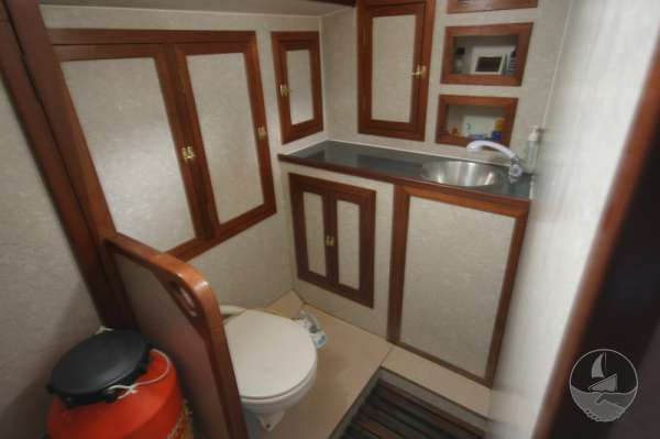 Sea Trader 41 Aft heads compartment -