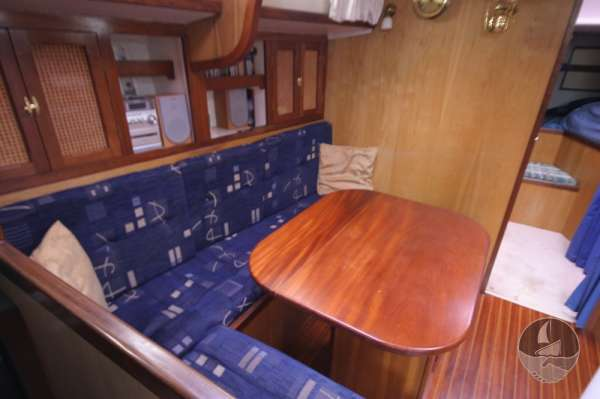 Sea Trader 41 The saloon table -