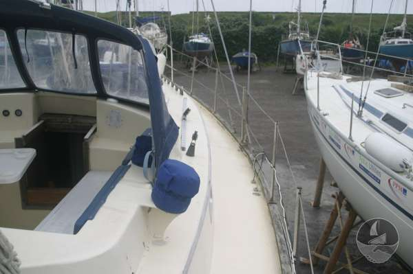 Sea Trader 41 The starboard side deck -