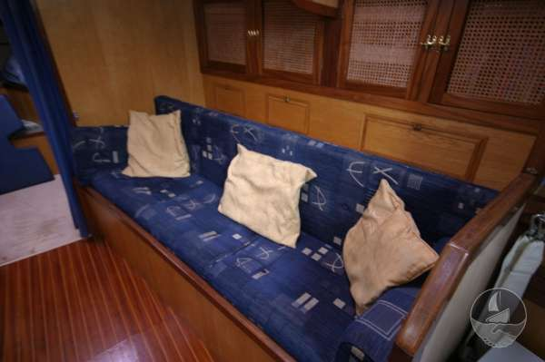 Sea Trader 41 The starboard settee -
