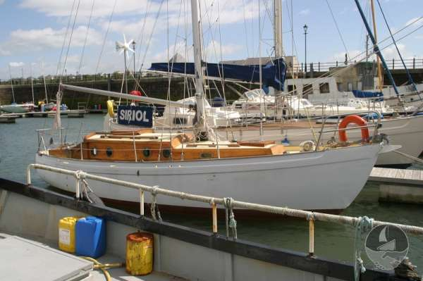 Vertue Classic Wooden Yacht Seen from starboard -