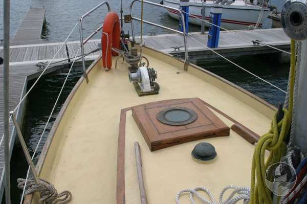 Vertue Classic Wooden Yacht The fore deck -