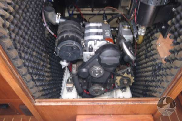Westerly Fulmar 32 The engine compartment -