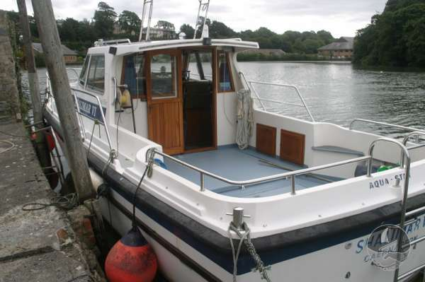Aquastar 33 port quarter view -