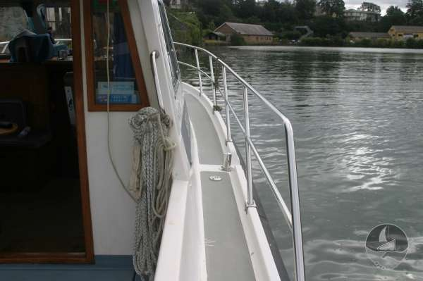 Aquastar 33 Starboard side deck -
