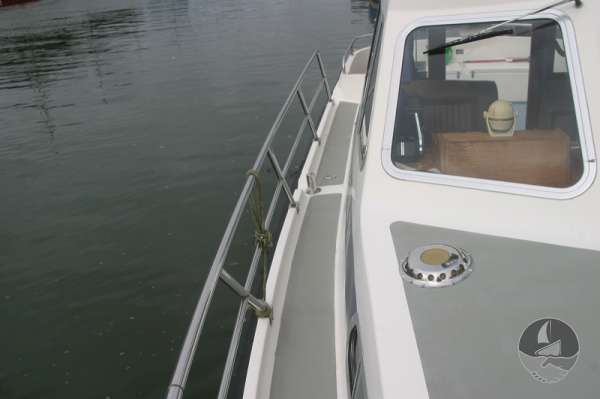 Aquastar 33 Starboard side deck looking aft -