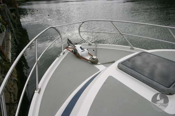 Aquastar 33 the fore deck -