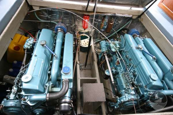 Aquastar 33 The twin engines -
