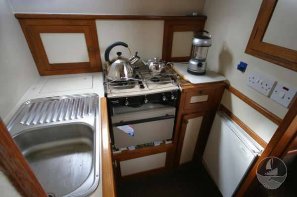 Aquastar 33 The galley -