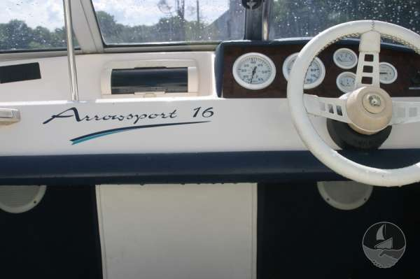 Fletcher Arrowsport 16 Bravo Classic the helm -