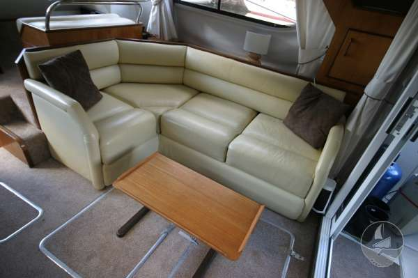 Fairline Sedan 36 Saloon seating with table -