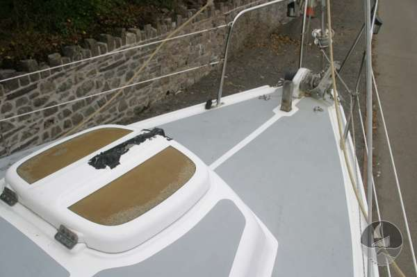 Snapdragon 29 Fore hatch and fore deck view -