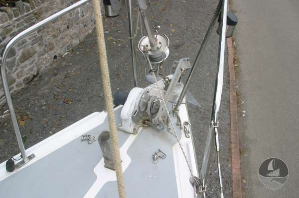 Snapdragon 29 The fore deck and furling gear -