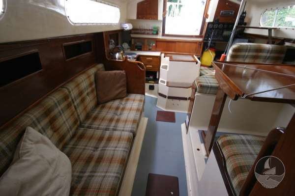 Snapdragon 29 The saloon - looking aft