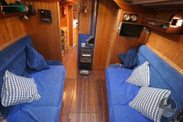 Wooden Classic 34 Saloon view -