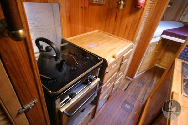 Wooden Classic 34 The galley port side -