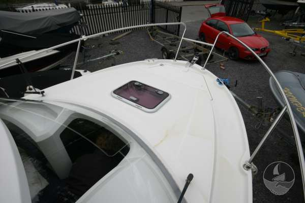 Beneteau Antares 680 The fore deck -