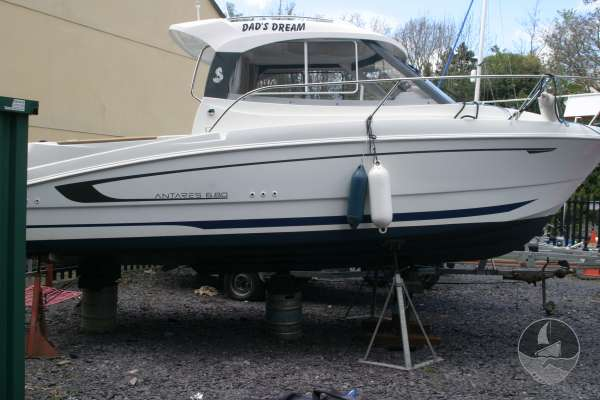 Beneteau Antares 680 Starboard side view -