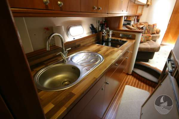 Elling E3 Executive Specification The galley - seen from aft