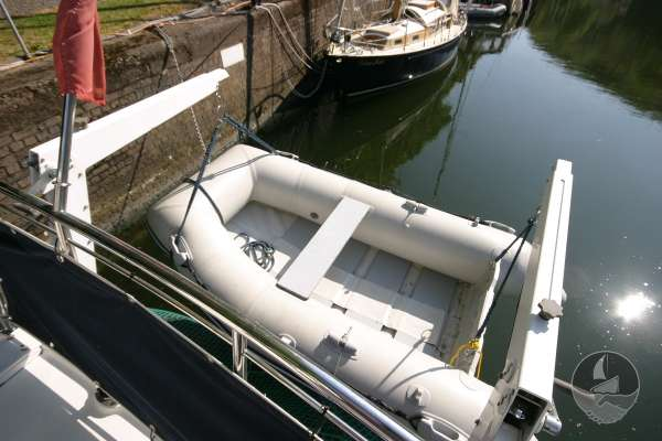 Elling E3 Executive Specification The tender in davits -