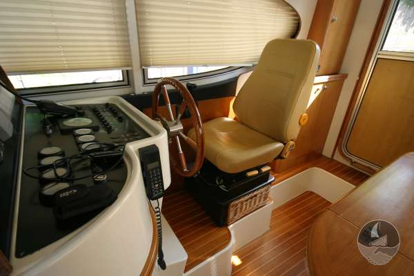 Elling E3 Executive Specification The helm position - With a leather seat