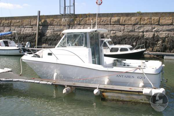 Beneteau Antares 620 In the dock -