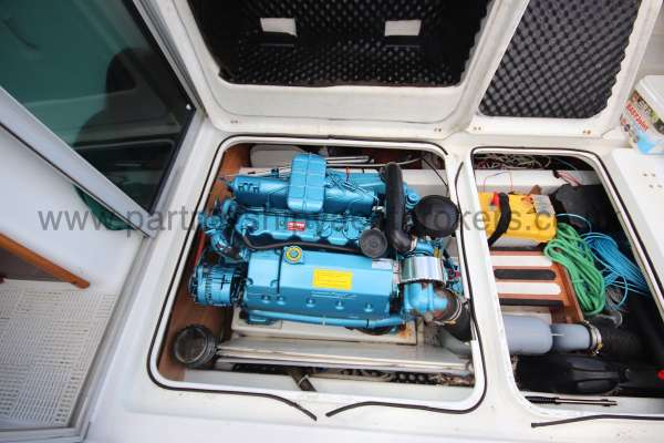 Beneteau Antares 620 Engine and storage -