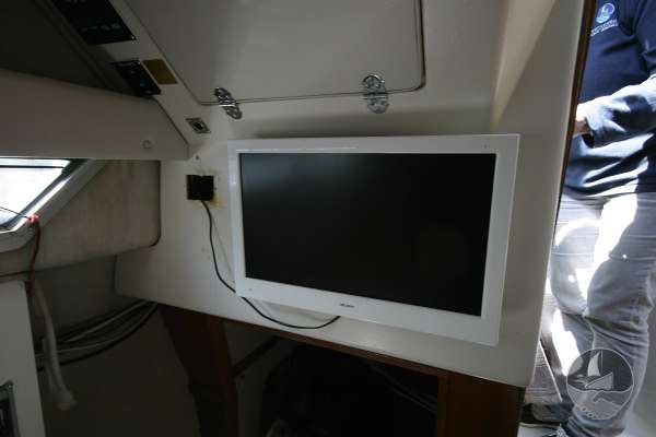 Cruisers Inc Holiday 2670 Flat screen TV -