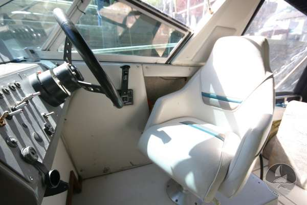 Cruisers Inc Holiday 2670 The helmsmans seat -