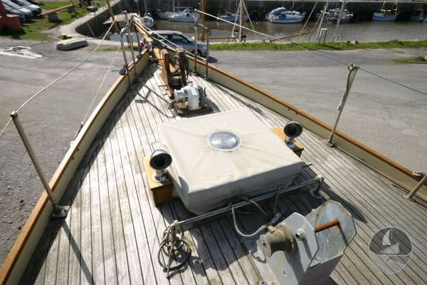 Keyhaven Yawl fore deck view -