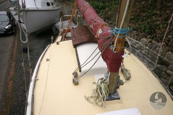Westerly 22 Starboard side deck view -