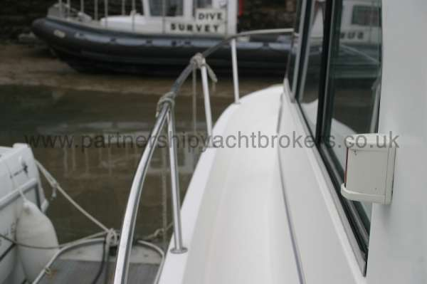Beneteau Antares 760 port side deck -