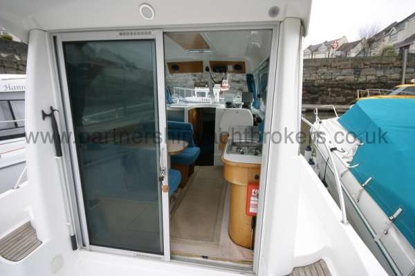 Beneteau Antares 760 The wheelhouse - With sliding doors