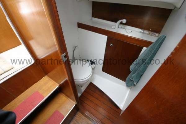 Beneteau Antares 760 Heads compartment -
