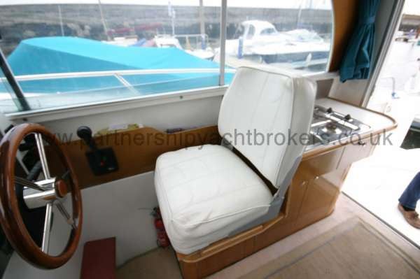Beneteau Antares 760 the helm position - With seat