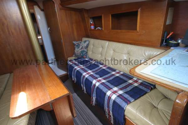 Sparkman & Stephens She Delta 94 The starboard settee -